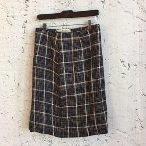 H COLLECTIBLES NAVY CREAM PLAID SKIRT 10